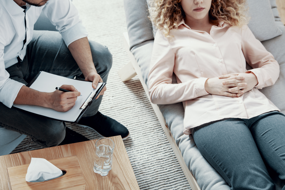 woman receiving psychotherapy lying down